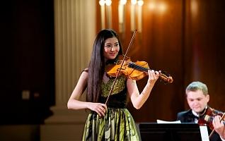 Фото Неподражаемая скрипачка из Лондона Галия Бисенгалиева в Астане