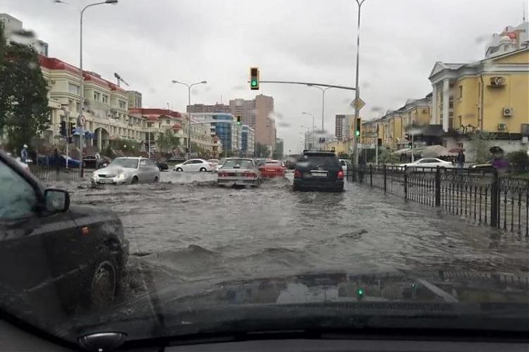 фото Астанчан предупредили об угрозе подтоплений и падений деревьев