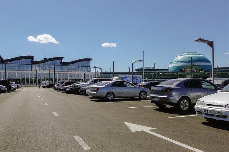 фото Бесплатную парковку в аэропорту Астаны перенесут
