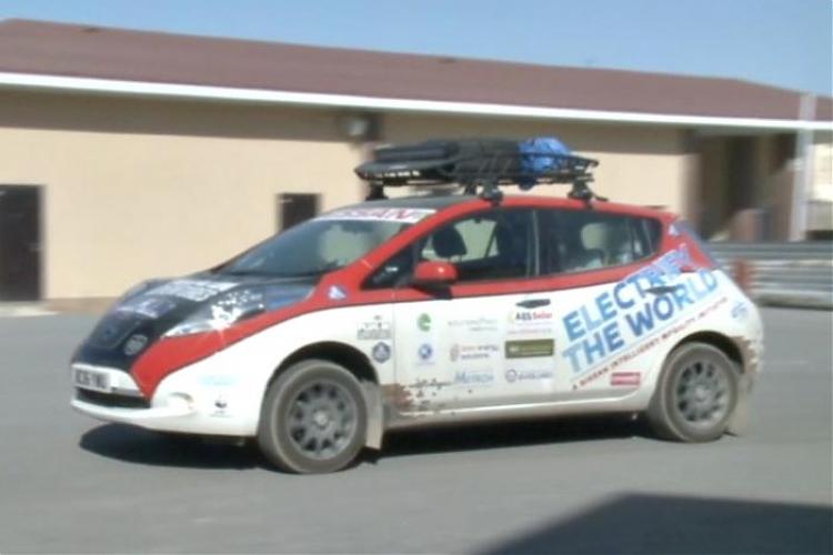фото Британец отправился на электромобиле на EXPO в Астану