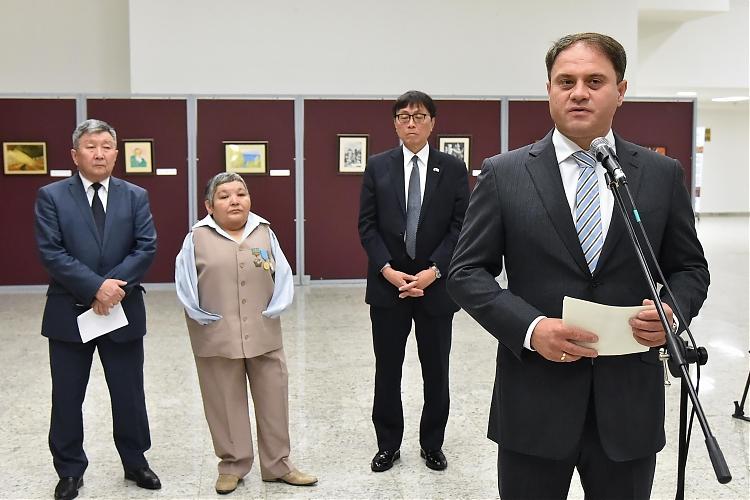 фото Состоялось официальное открытие выставки казахстанского художника Карипбека Куюкова