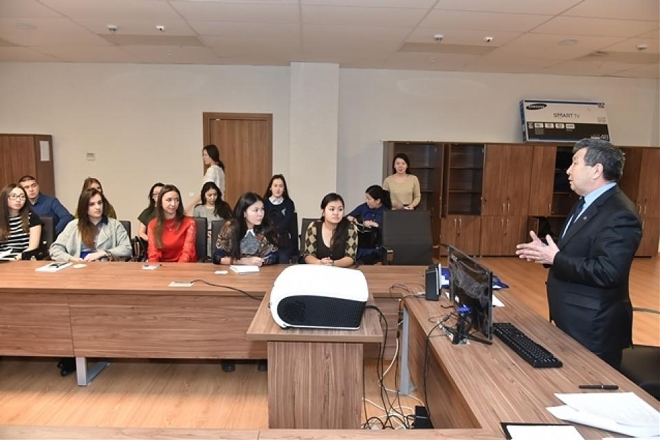 фото Встреча со студентами факультета туризма и сервиса Казахский университет экономики, финансов и международной торговли, организованная историческим кружком «Мирас».