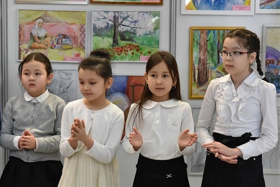 фото Открытие выставки детской живописи «Моя мама»