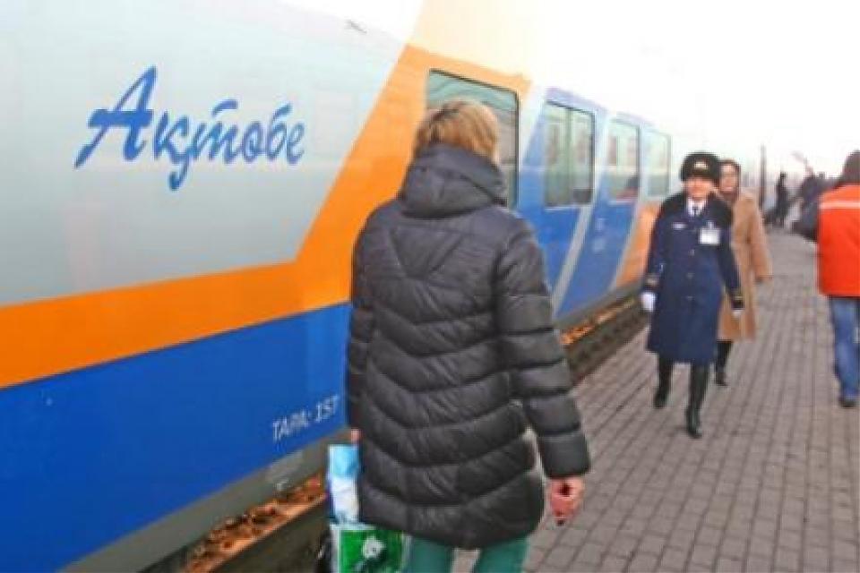 фото Поезд «Астана-Актобе» застрял на 10 часов в поселке Кушмуру