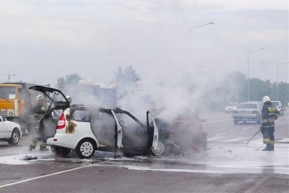 фото В результате ДТП в Астане загорелся автомобиль