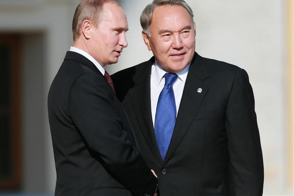 фото В.Путин позвонил Н.Назарбаеву обсудить очередные сирийские переговоры в Астане